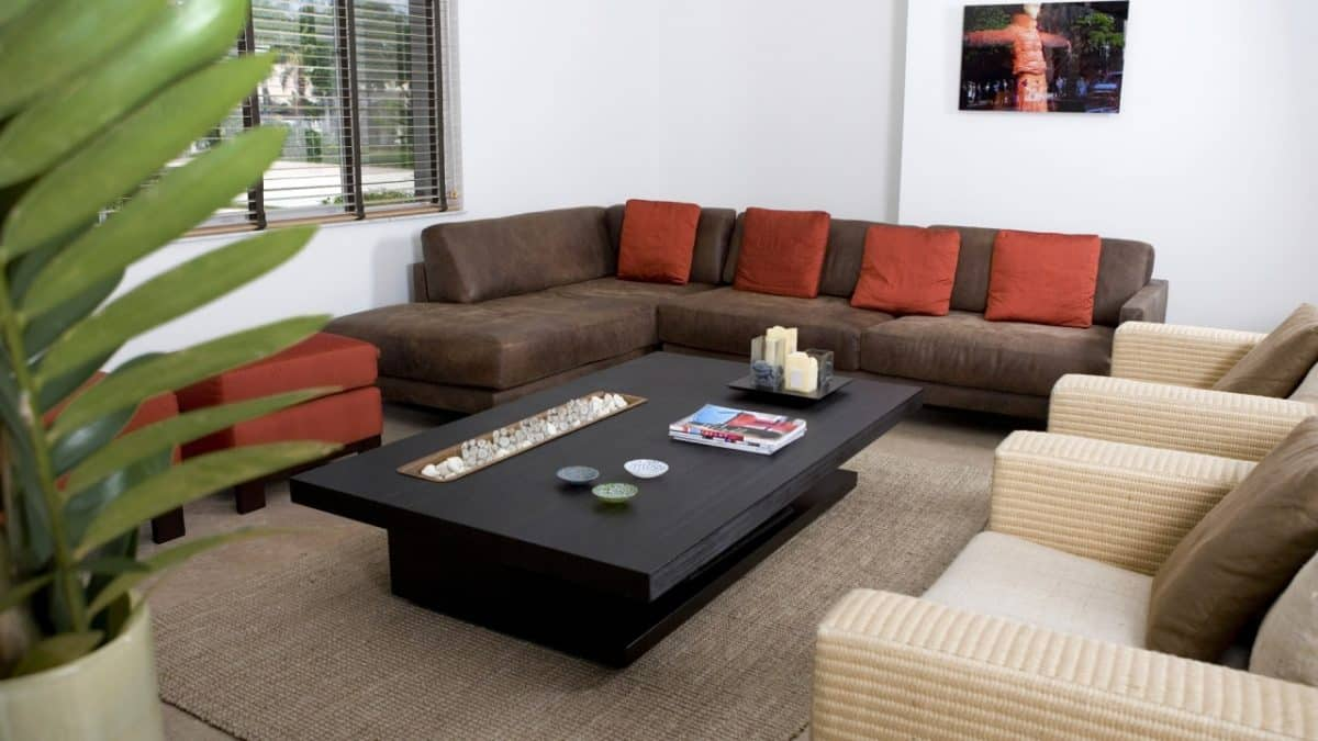 Effective tips on selecting right center table
